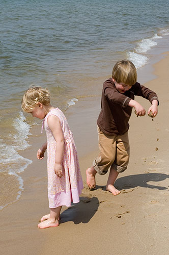 Lucy and Ben Drop Sand